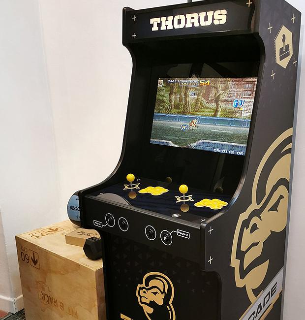 Même les salles de sport ont droit à leur borne d'arcade personnalisée